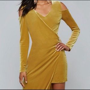 BeBe wrap l/s velvet dress size s